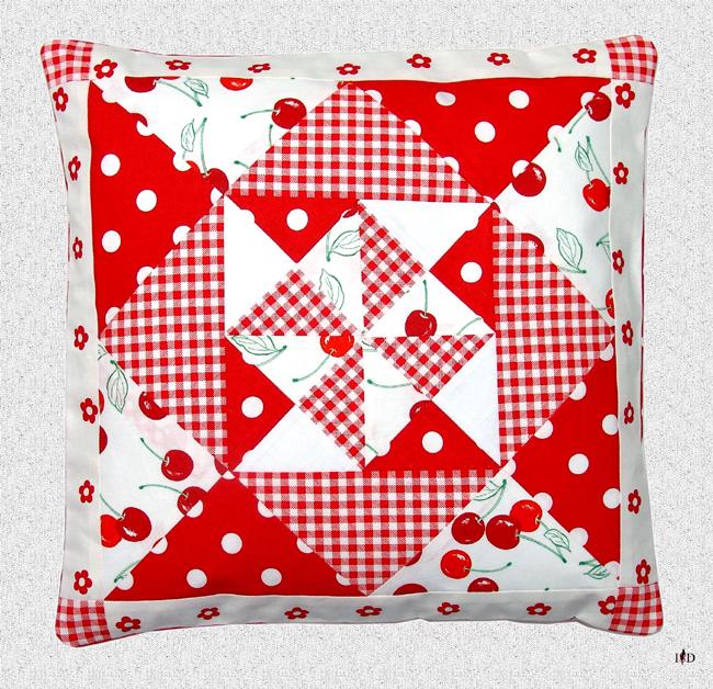 patchworkkissen rot/weiß